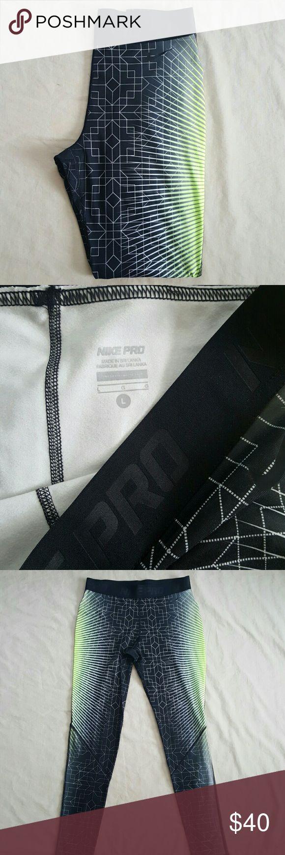 🌹🌹🌹Nike Pro 🌹🌹🌹full lenght running leggins Like new, no flaws, super soft linning on the inside. Nike Pants Track Pants & Joggers