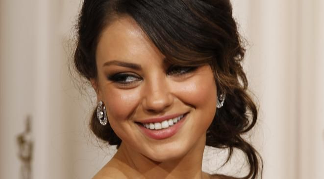 "Mila Kunis serait enceinte, Ashton Kutcher ""très heureux"""