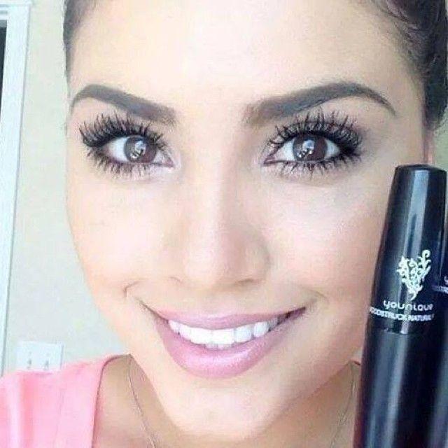 Fake eyelashes with mascara