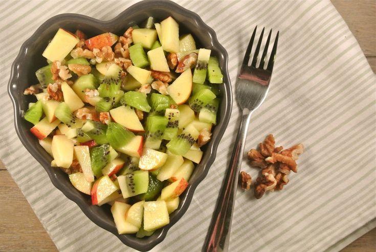 Gezonde salade met kiwi, appel en walnoot - Lekker en Simpel
