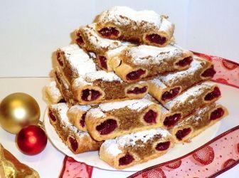 Macskaszem recept: Macskaszem, ez az a sütemény, melyet imádok, még is csak egy évben egyszer készítem, kötelezően karácsonyra. Persze eszem év közben is, csak akkor Nagymamám készíti. :) Ebből a mennyiségből 6 rúddal lesz, de olyan gyorsan fog elfogyni, hogy észre sem veszitek. Nálam legalábbis így történik, hiszen képes vagyok egy rudat megenni egy-ültő helyemben. :)