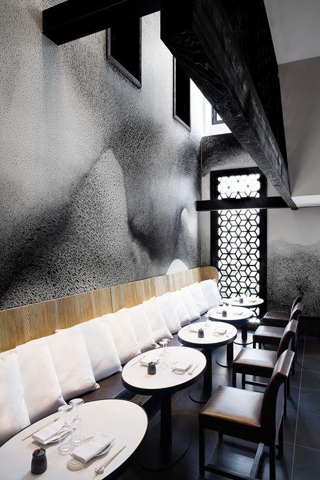 Kinugawa restaurant/ todos los cojines de un mismo color