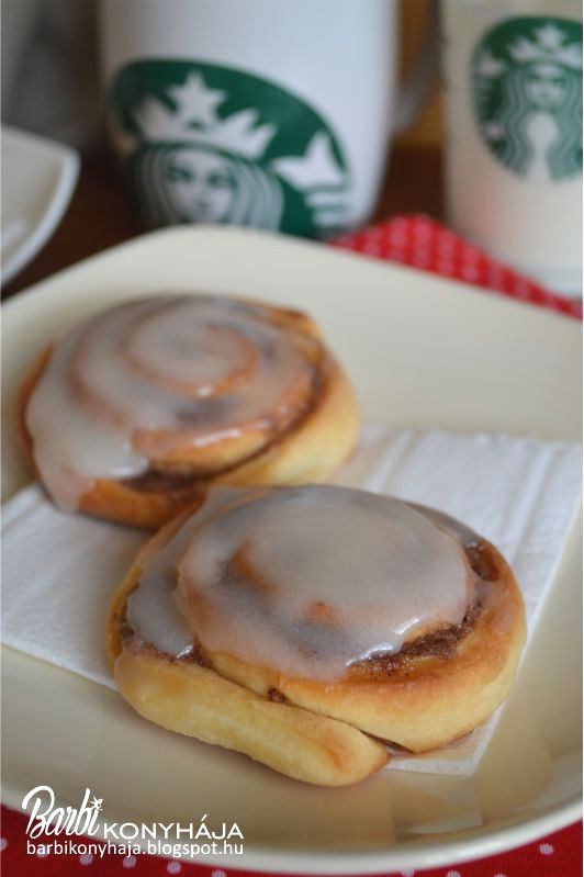 Barbi konyhája: Fahéjas tekercs, citromos mázzal avagy Cinnamon roll a Starbucks-tól