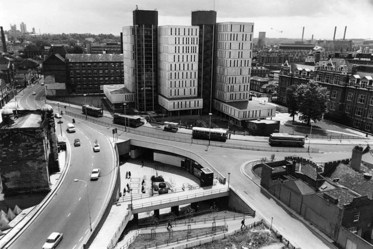 Recognise this? Here's what the ring road used to look like - you'll see the Magazine stranded on the left #DMUheritage #Leicester