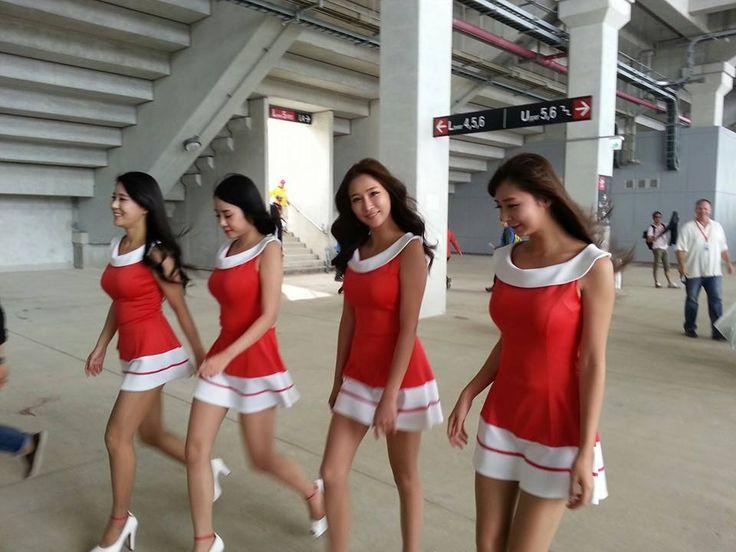 2013 Korean GP grid gals^^