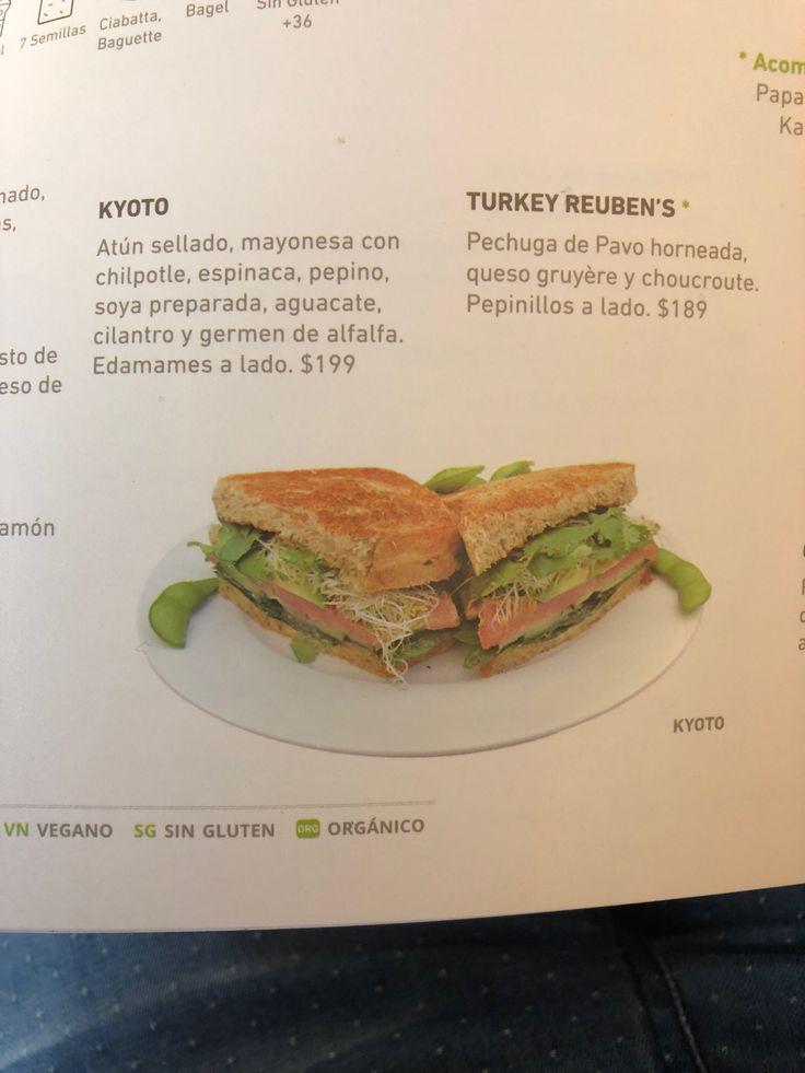 Atun sellado, mayonesa con chipotle, espinaca, soya preparada, aguacate, pepino y germen de alfalfa