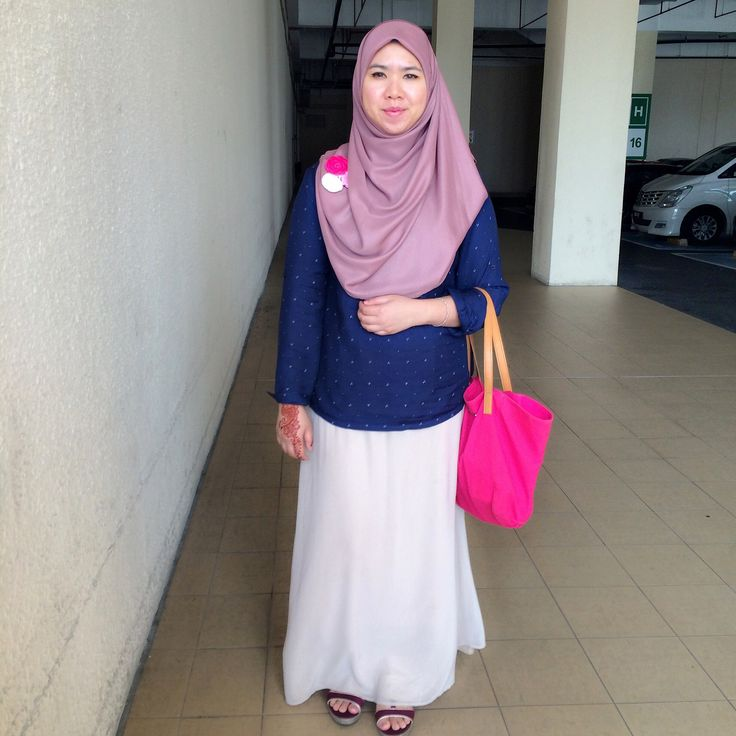 HOOTD. Im wearing shawl from laceohlace, glitter skirt from Promod, Blouse from Padini and fuschia tote bag from Mango.