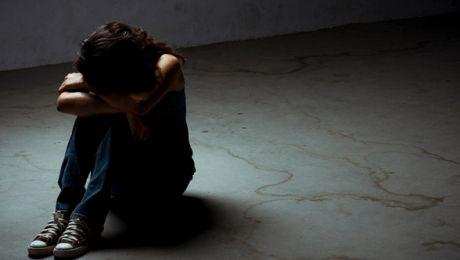 Cum prevenim cazurile de suicid printre tineri. Responsabilii din educație, instruiţi cum să acţioneze