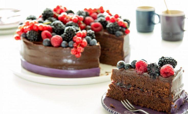 Volle chocoladetaart met bosvruchten
