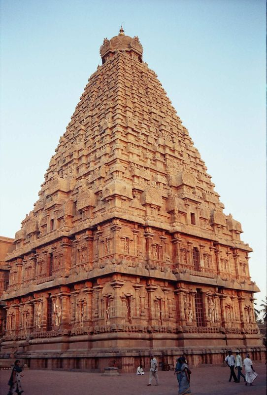 This upper section of the temple called the Gopuram is said to be carved out of one single piece of granite and weighs 81 tons. #StoneAction #TBT #GranitePlanet #GranitePlanit http://stoneaction.net