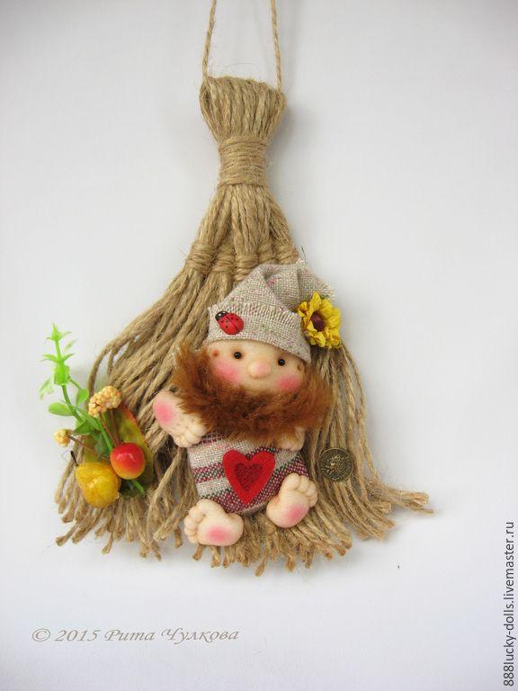 Купить Кукла оберег Домовой на венике (метелке). Скульптурный текстиль - рыжий, кукла интерьерная