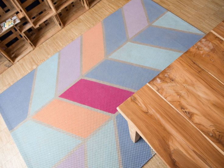 Tutorial fai da te: Come dipingere un tappeto con disegno chevron via DaWanda.com