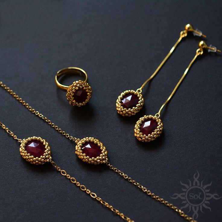 #beading #beadwork #beadweaving #rubyset #rubyjewelry #beadedcabochon #gold #gemstoneset #goldset #elegantjewelry #rubygold #facetedruby #chainbracelet #braceletset #goldbracelets #julybirthstone #naturalrubyjewelry #birthstonejewelry #redgold #daintybracelet #vampirebloood