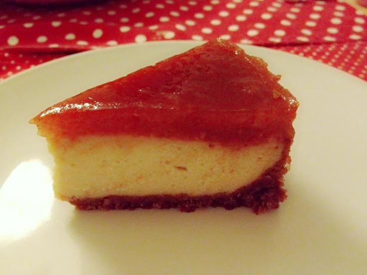 Vegan cheesecake with ruhbarb