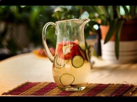 VER EN www.youtube.com/... Bebida Adelgazante para Aumentar el Metabolismo - YouTube, 2 litros de agua, una manzana cortada en rodajas o en trozos, un palito de canela y medio pepino en rodajas. Dejar macerar todo en los dos litros de agua durante 3h y tomar 1/2 hora antes de las comidas durante 10 días   o -. Estos mismos ingred. se pueden utilizar 3 veces más pero hay q tirartodos los ingredientes una vez pasada las 24h