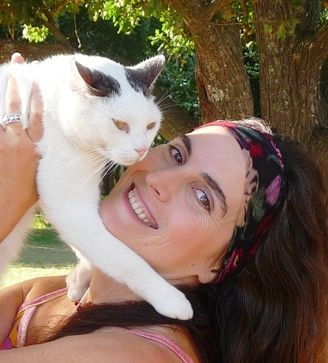 What is Psychic Animal Communication?  Interspecies communication is a unique opportunity for learning, clarity and healing. Through direct two-way information exchange, we increase mutual understanding and can work towards resolution of issues in our relationships with other beings. Psychic animal communication is natural; everyone can talk with animals!