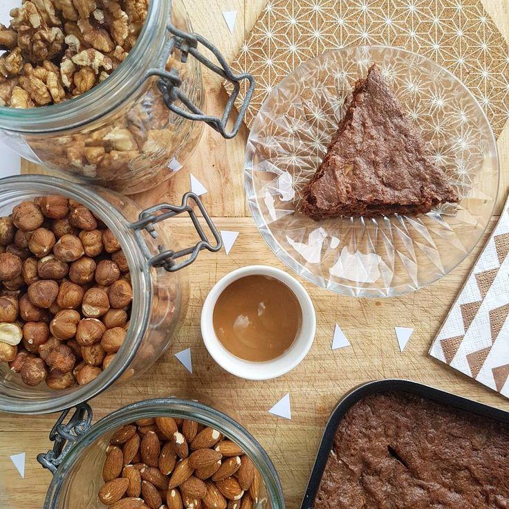 - Un onctueux brownie avec une pointe de beurre salé, des amandes, des noix, des noisettes et beaucoup de chocolat -