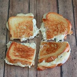 White Pizza Grilled Cheese. All the flavors of classic white pizza in the form of grilled cheese goodness. - Click image to find more popular food & drink Pinterest pins