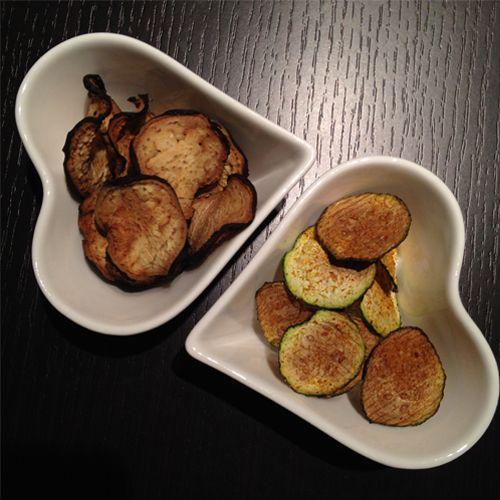 Diese Low Carb Chips aus Gemüse sind schnell gemacht und sind ein toller kalorienarmer Snack für zwischendurch. Da ihr kein extra Fett braucht, hätte man die Low Carb Chips also genauso gut fettfreie Chips nennen können. Eins ist auf jeden Fall sicher: Sie schmecken super lecker! Und falls Zucchini und Aubergine nicht so dein […]