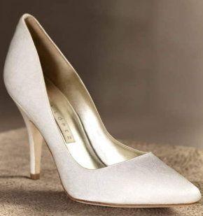 Zapatos para novia de Pronovias  www.smilelit.com