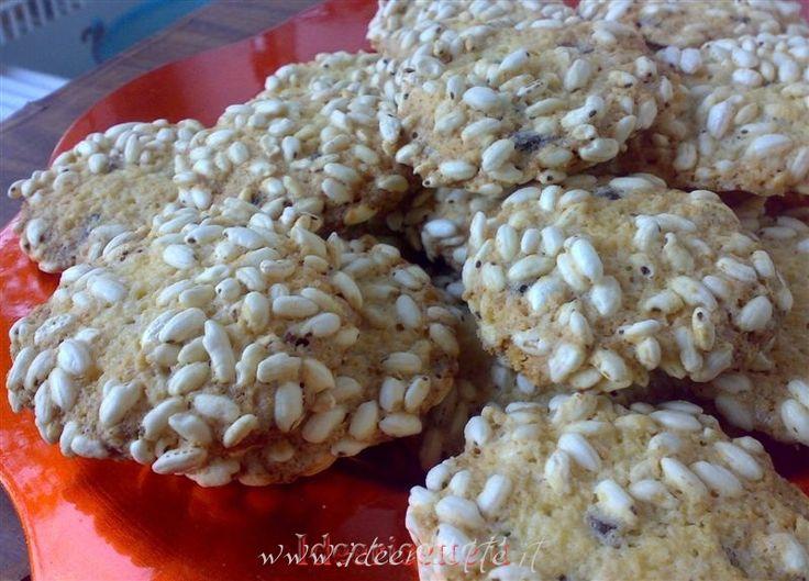 Ricetta Biscotti con riso soffiato, farina di cocco e gocce di cioccolato
