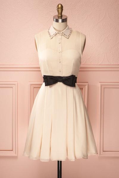 Superbe robe dans un style très classique et sage !!