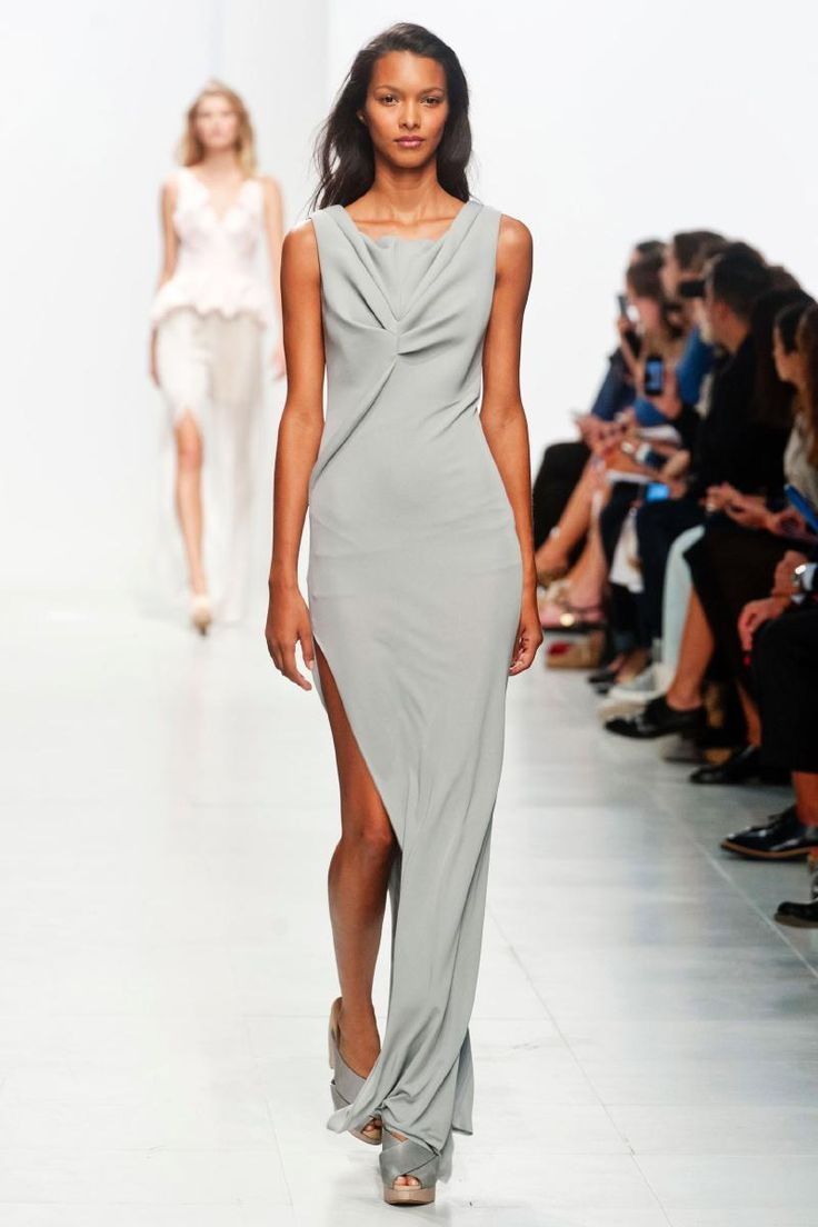 not really my style but it's pretty! Hussein Chalayan Spring 2014 RTW Look 40 #PFW