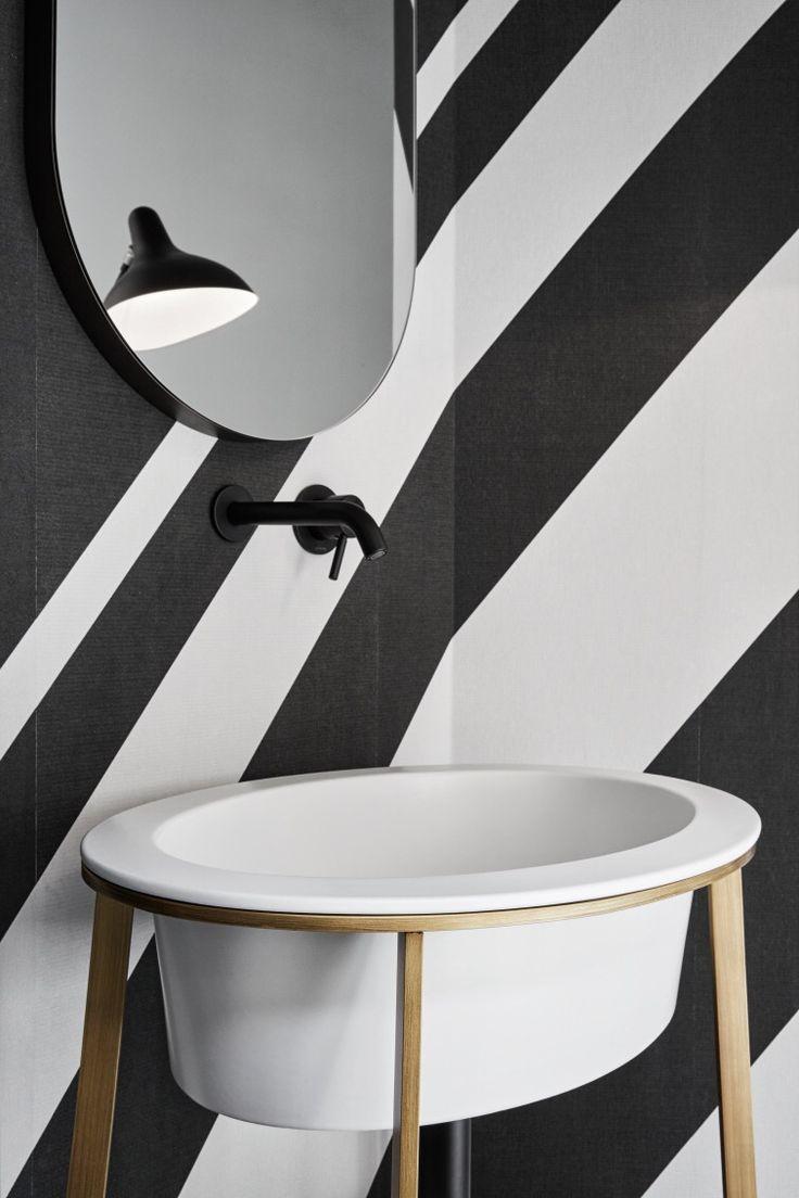 Lavabo ovale freestanding della collezione I CATINI disegnata da Andrea Parisio…
