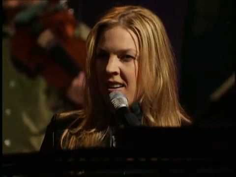 Diana Krall her husband Elvis Costello - and the great Willie Nelson singing Wlillie's fantastic song: Crazy.    A lesson o how to perfom music on stage.  I'm addicted to good music and this is part of my preferred palaylist for sure!