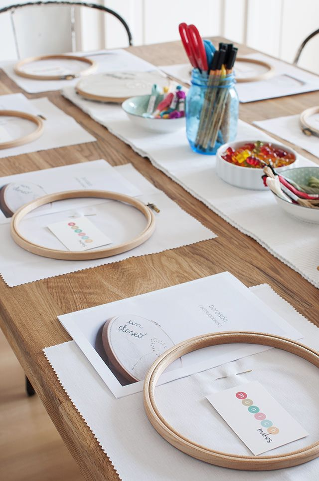 Todo listo para el taller de bordado de nuestro Club Creativo MUNICH MAKES - Everything ready for our embroidery workshop (in our Creative Community in Spanish in Munich, called MUNICH MAKES)