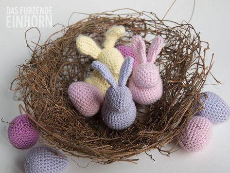 Ostern kann kommen, die Deko steht. Dieses Jahr kommen sie in wunderbaren Pastellfarben daher: helles Gelb, zartes Rosa, pudriges Lila gepaart mit dezentem Fuchsia. Die pastellenen Häschen benötige…