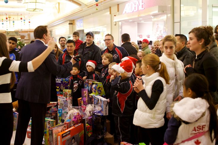 Hillcrest Toy Mountain 2014-12-16, 19-44-29