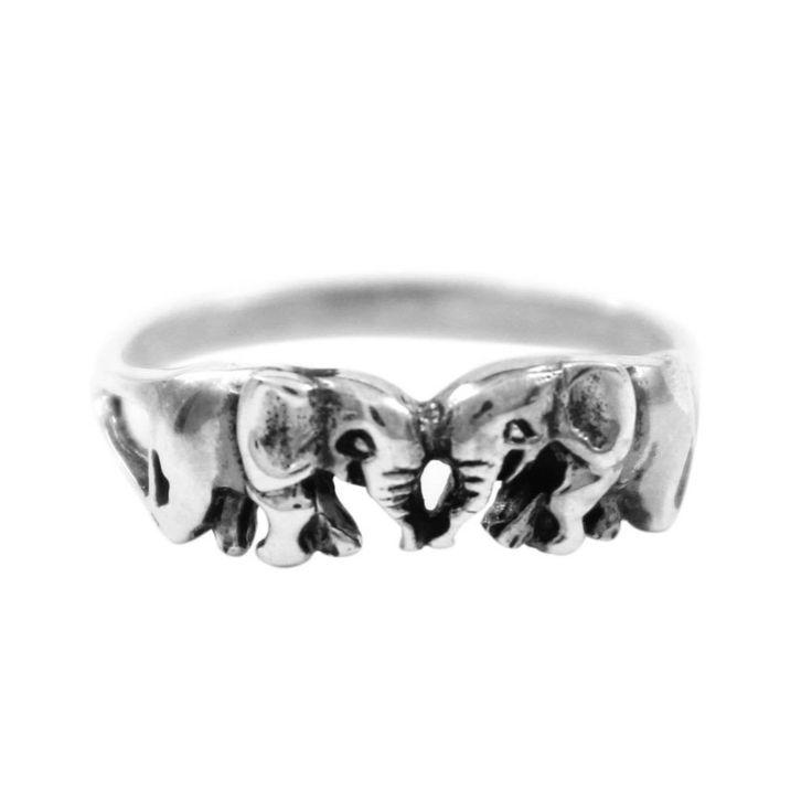 Anel Elefante Tromba Abaixada Prata 925 Anel com dois elefantes e feito em prata 925 e com banho envelhecido.