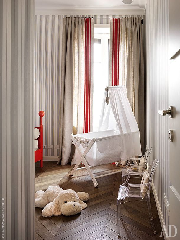 A fragment of a child's room.  Now the children are grown up, and cradle replaced the beds more.  Louis Ghost chairs by Philippe Starck on design, Kartell.