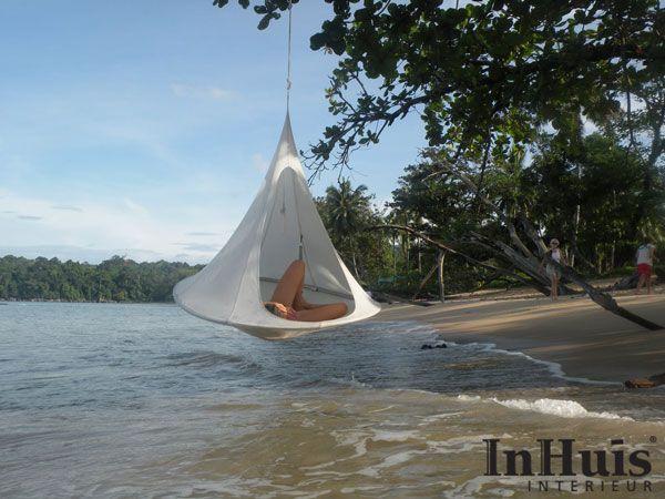 De Cacoon is ook ideaal voor op het strand, als vervanger van de oude hangmat. #Relax #chill #Cacoon #Beach #Musthave #Hangmat #Tent