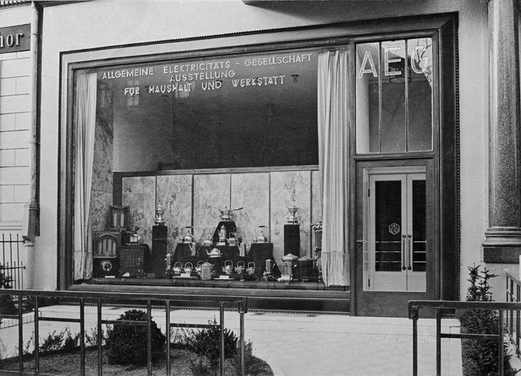 Verkaufsstelle der AEG  Standort:Berlin, Königgrätzer Straße  Hersteller:Peter Behrens   Datierung:vor 1910