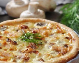 Quiche allégée aux champignons, lardons, jambon et fromage : http://www.fourchette-et-bikini.fr/recettes/recettes-minceur/quiche-allegee-aux-champignons-lardons-jambon-et-fromage.html