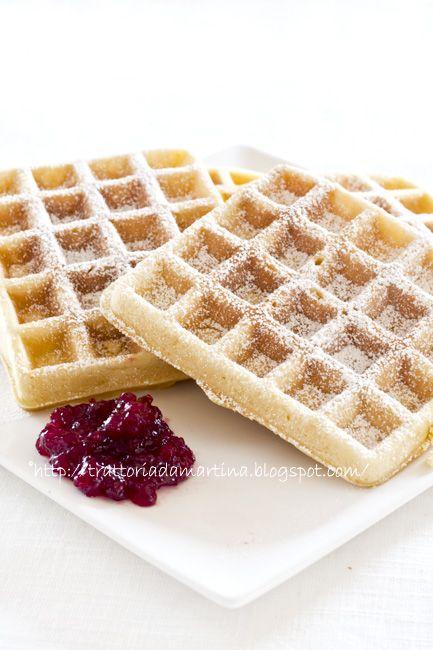 Waffle, waffel o wafel alla belga (o goufre) -250g di farina 00 100g di zucchero semolato 100g di burro 1 cucchiaino da caffè di estratto di vaniglia o mezza bacca scorza grattugiata di mezza arancia 2 uova 1/2 bustina di lievito per dolci tipo il Paneangeli 125g circa di latte (dipende dall'assorbenza della farina)