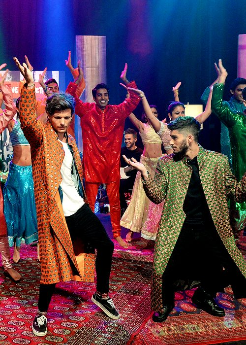 Louis and Zayn Bollywood dancing... This video makes me laugh every time.