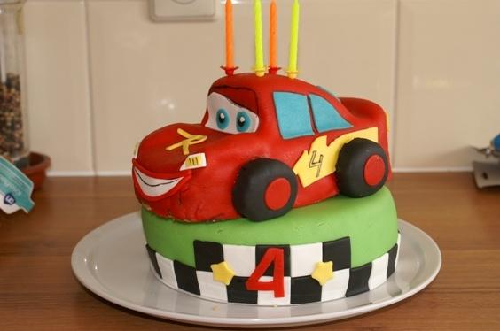 Bliksem McQueen cake