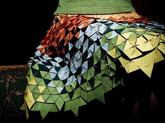 Falda adornada con triángulos de fieltro