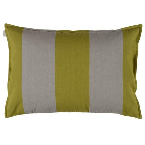 Lækker pude STEIN fra Linum til sofaen i friske farver. Kan med fordel kombineres med AKKA puden. Størrelse: 50x70 cm. www.houseofbk.com
