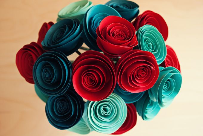These DIY paper flowers are so simple to make it's crazy! Spruce up your decor…