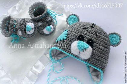 Купить или заказать белый вязаный комплект: шапка и пинетки 'Мишка Тедди' в интернет-магазине на Ярмарке Мастеров. Белые вязаные пинетки 'Мишки Тедди' прекрасно подойдут для выписки из роддома, фотосессии новорожденного, фотосессии будущей мамы, и просто в качестве теплых носочков, согревающих крошечные ножки младенца. Связаны из детского акрила, не вызовут алергии у малыша. возможно исполнение в любом цвете для девочки или мальчика. возможно исполнение в другом цвете.