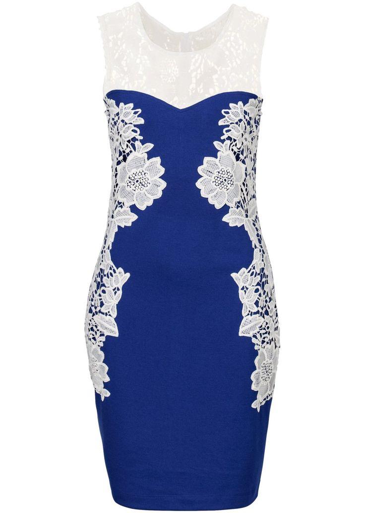 Bekijk nu:Echt zomerse jurk van stevig materiaal. Aan de voorkant en opzij versierd met kant. De jurk sluit achter met een rits. Lengte in mt. 38 ca. 90 cm.