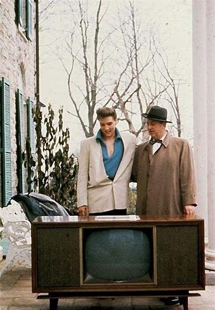 """Résultat de recherche d'images pour """"pictures elvis and TV rca 1957"""""""