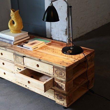 Regal bzw kleiner tisch aus paletten kreatives for Kleiner tisch aus holz