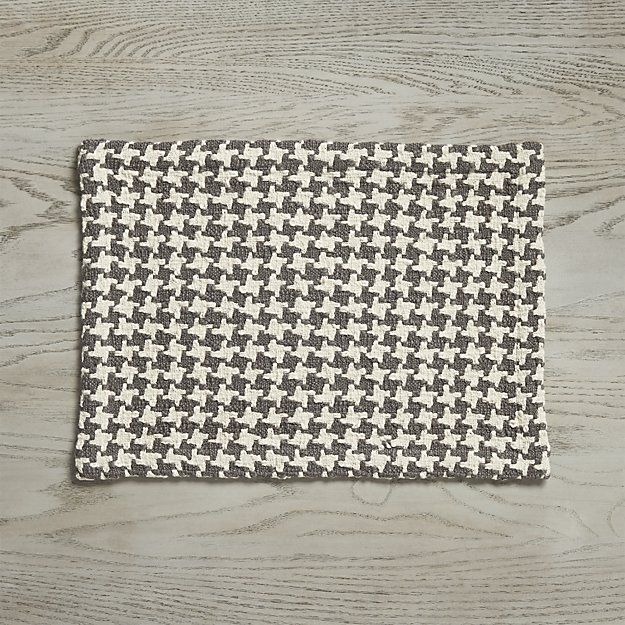 Cozy yet contemporary placemat jazzes up the traditional houndstooth. Scaled up in warm grey and cream, the pattern gets extra texture from chunky cotton slub yarns.
