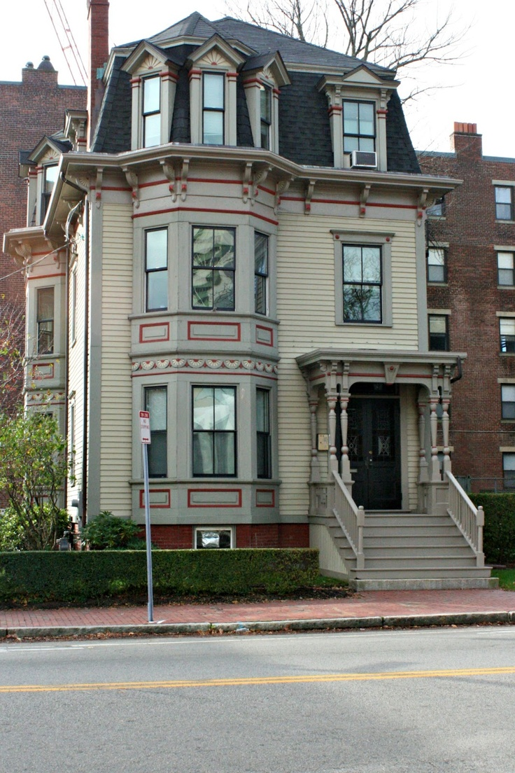 Really attractive house in Boston. A bit devoid of color but eye-appealing nonetheless. Beautiful bays, intriguing windows in 3rd story, lots of detail.