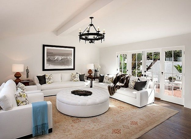 Another room.: White Living Rooms, Modern Living Rooms, Modern Families, Spanish Modern, Home Interiors, Interiors Design, Spanish Style Home, Families Rooms, Modern Home